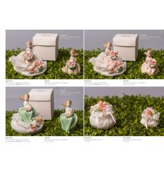 Damina piccola in porcellana rosa con sacchetto e roselline linea Damine (A2102-A)