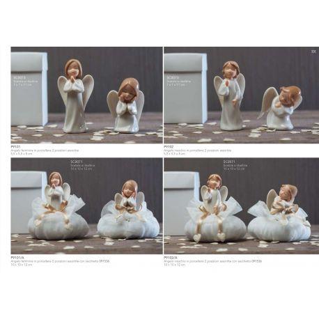 Angelo femmina in porcellana in 2 posizioni assortite con sacchettino in tulle (P9101-A)